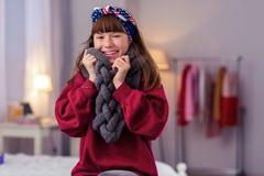 Menina bonito que cobre-se com o lenço morno fotografia de stock royalty free