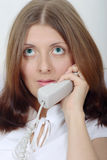 A menina bonito que fala pelo telefone Foto de Stock