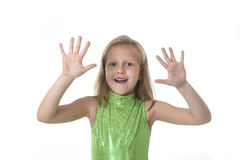 Menina bonito que mostra as mãos nas partes do corpo que aprendem o serie da carta da escola Imagem de Stock Royalty Free