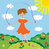Menina bonito que salta com a saltar-corda Imagem de Stock