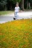 Menina borrada nas flores do fundo Imagem de Stock Royalty Free