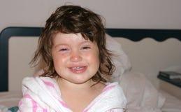 Menina branca da criança no vestido de molho, feliz outra vez fotos de stock royalty free