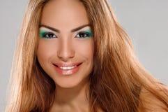 Menina bronzeado da pele imagens de stock