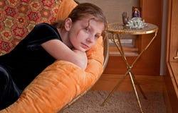 Menina caucasiano dos anos de idade 10 que relaxa Imagem de Stock