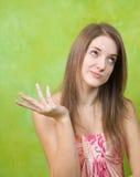 Menina caucasiano emocional sobre o verde fotografia de stock