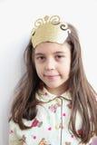 Menina caucasiano nova bonita: Princesa de Pijamas imagem de stock royalty free