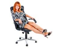 A menina Charming do sorriso senta-se na poltrona Fotos de Stock Royalty Free