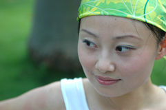 Menina chinesa com o lenço na cabeça Imagem de Stock Royalty Free