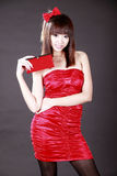 Menina chinesa com uma carteira Fotos de Stock