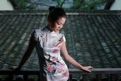 Menina chinesa no vestido da tradição Imagem de Stock Royalty Free
