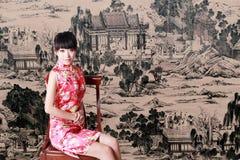 Menina chinesa no vestido tradicional Imagens de Stock Royalty Free