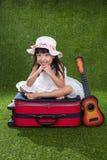 Menina chinesa pequena asiática que joga com guitarra Imagens de Stock