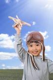Menina chinesa pequena asiática que joga com Toy Airplane Foto de Stock Royalty Free