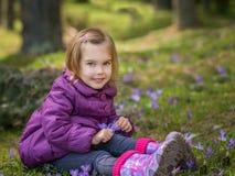 Menina com açafrões Fotos de Stock Royalty Free