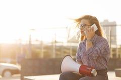 Menina com altifalante e telefone celular Fotografia de Stock