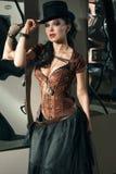 Menina com arma do vintage imagens de stock royalty free