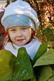 Menina com as folhas grandes Imagem de Stock