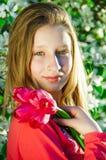 Menina com as tulipas nas mãos Foto de Stock