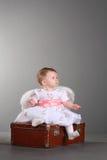 Menina com asas de um anjo imagem de stock