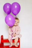 Menina com balão cor-de-rosa Imagem de Stock Royalty Free