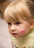 Menina com a bandeira polonesa na cara Foto de Stock