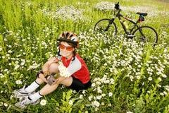 Menina com bicicleta Imagens de Stock