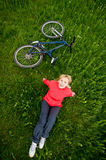 Menina com bicicleta fotos de stock
