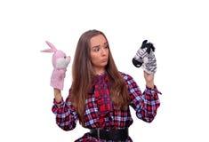 Menina com brinquedos macios Fotografia de Stock