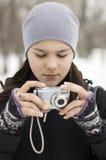 A menina com a câmera Imagens de Stock