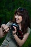 Menina com a câmera na natureza Imagem de Stock Royalty Free
