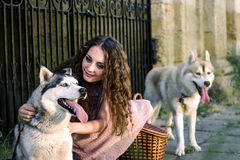 Menina com cão Imagens de Stock