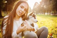 Menina com cão Imagens de Stock Royalty Free