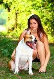 Menina com cão em um parque Foto de Stock