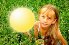 Menina com círculo luminoso imagem de stock royalty free
