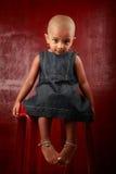Menina com cabeça raspada Imagem de Stock Royalty Free