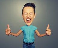 Menina com cabeça grande e os polegares grandes acima Imagens de Stock Royalty Free