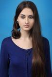 Menina com cabelo bonito longo imagem de stock