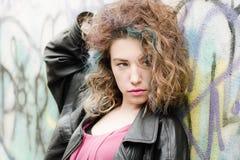 Menina com cabelo colorido Imagens de Stock Royalty Free