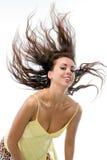A menina com cabelo de vibração Fotografia de Stock Royalty Free