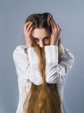 Menina com cabelo longo Fotografia de Stock Royalty Free