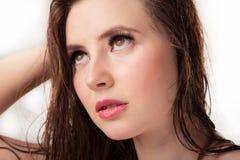 Menina com cabelo molhado Imagens de Stock Royalty Free