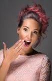 Menina com cabelo tingido, coloração de cabelo profissional fotos de stock royalty free