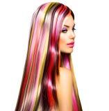 Menina com cabelo tingido colorido imagens de stock