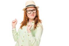 A menina com cabelo vermelho é bem sucedida em tudo retrato Fotografia de Stock Royalty Free