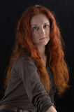 Menina com cabelo vermelho longo Imagem de Stock Royalty Free