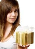 Menina com caixa de presente Fotografia de Stock