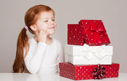 Menina com caixa de presente Foto de Stock Royalty Free