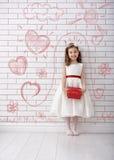 Menina com a caixa de presente vermelha Foto de Stock Royalty Free