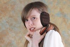 Menina com capas protectoras para as orelhas Fotografia de Stock