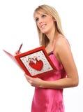 Menina com cartão dos Valentim Imagens de Stock Royalty Free